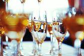 Viering. abstracte foto van champagneglazen. — Stockfoto