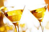 празднование. два бокала шампанского. — Стоковое фото