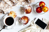 Breakfast muffins and coffee — Stock Photo