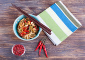 Buckwheat noodles with chicken and vegetables in Japanese style — Stock Photo