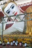Chaukhtatgy pagoda at Yangon capital of Burma — Stock Photo