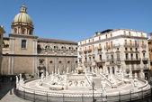 在西西里的巴勒莫比勒陀利亚广场 — 图库照片