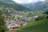 Het dorp van engelberg op zwitserse alpen — Stockfoto