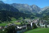 поселок энгельберг на швейцарских альп — Стоковое фото