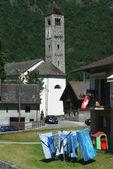 Olivone på blenio dal på schweiziska alperna — Stockfoto