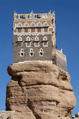 Rock Palace Dar al Hajar standing defiantly in Wadi Dhahr — Stock Photo