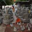 Building Buddha statues at the temple of Wat Sainyaphum at Savannakhet — Stock Photo