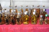 Flessen van alcohol in een markt in het dorp van verbod xang er in laos — Stockfoto