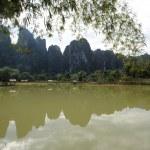 ländliche Landschaft in der Nähe von Vang Vieng auf laos — Stockfoto
