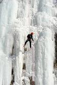 Cascada congelada en engelberg en los alpes suizos — Foto de Stock