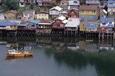 Casas sobre pilotes en castro, chiloé chile isla, patagonia — Foto de Stock