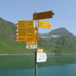 Arrows Sign Lake in the Swiss Alps — Stock Photo