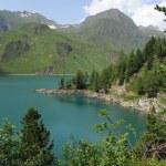 Lago montaña majestuosa de ritom en Alpes switss — Foto de Stock