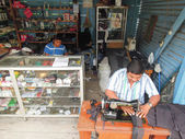 Two tailors on them workshop at Sayaxche on Guatemala — Stock Photo