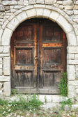 The front door of a house on the citadel of Kala over Berat — Foto de Stock
