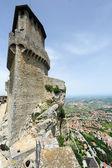Borgo Maggiore, San Marin La Rocca fortless gelen turist — Stok fotoğraf