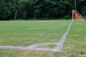 Futbol sahası üzerindeki köşe işaretleri — Stok fotoğraf