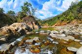 Horská řeka v himalájích — Stock fotografie