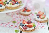 Summer berries tartlets — Stock Photo