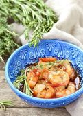 Shrimps with tomato and garlick sauce — Stockfoto