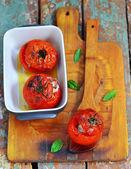 Doğum ölüm nedeni ile pişmiş domates dolması — Stok fotoğraf