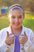 Girl showing tumbs up — Stock Photo