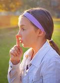 Dívka gesta psst — Stock fotografie