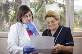 Woman doctor and patient — Stock Photo