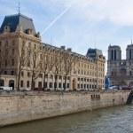 Notre Dame de Paris as seen from Pont Saint-Michel. — Stock Photo