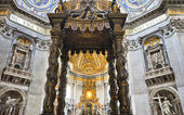 The altar with Bernini's baldacchino in Saint Peter's Basilica,Vatican — Stock Photo
