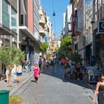 Shopping on Ermou Street in Athens, Greece. — Stock Photo #31885831