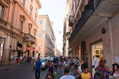 ROME-AUGUST 6: The Via del Corso on August 6, 2013 in Rome. The Via del Corso commonly known as the Corso, is a main street in the historical centre of Rome. — Stock Photo
