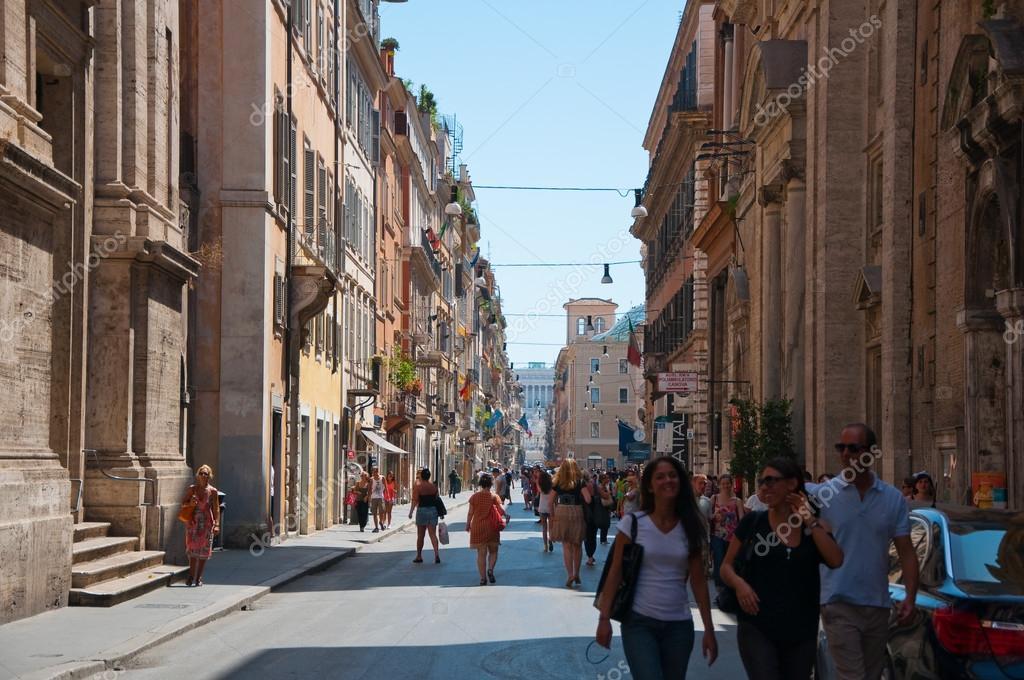Rome august 6 the via del corso on august 6 2013 in rome for Bershka roma via del corso