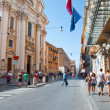 ROME-AUGUST 7: The Via del Corso on August 7, 2013 in Rome. The Via del Corso commonly known as the Corso, is a main street in the historical centre of Rome. — Stock Photo