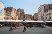 Campo de' Fiori with the monument to philosopher Giordano Bruno on August 6,2013 in Rome. — Stock Photo