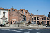 ROME-AUGUST 6: Piazza della Repubblica and the Fountain of the Naiads on August 6,2013 in Rome, Italy. Piazza della Repubblica is a semi-circular piazza in Rome, next to the Termini station. — Stock Photo