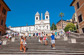 ROME-AUGUST 7: The Spanish Steps, seen from Piazza di Spagna on August 7, 2013 in Rome, Italy. The Spanish Steps are steps between the Piazza di Spagna and the Trinità dei Monti church at the top. — Stock Photo