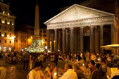 ROME-AUGUST 8: The Pantheon at night on August 8, 2013 in Rome, Italy. The Pantheon is a building in Rome, Italy to all the gods of ancient Rome rebuilt by the emperor Hadrian about 126 AD. — Stock Photo