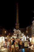Roma-agosto 7: plaza navona en el 7 de agosto, 2013 en roma. piazza navona es una plaza construida en el sitio del estadio de domiciano en el siglo i d.c., en roma, italia. — Foto de Stock