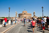 ROME-AUGUST 8: Castle of the Holy Angel on August 8,2013 in Rome, Italy. Castel Sant'Angelo is a towering cylindrical building in Parco Adriano, Rome, Italy. — Foto de Stock