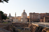 ROME-AUGUST 8: The forum of Trajan with the Trajan's Column on August 8,2013 in Rome, Italy. Trajan's Forum was the last of the Imperial fora to be constructed in ancient Rome. — Foto Stock