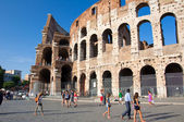 ROME-AUGUST 8: The Colosseum on August 8,2013 in Rome, Italy. The Colosseum is an elliptical amphitheatre in the centre of the city of Rome, Italy. — Stock Photo