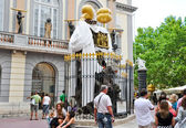 FIGUERES-AUGUST 9:The Dalí Theatre and Museum on August 9,2009 in Figueres. Dalí Theatre and Museum is a museum of the artist Salvador Dalí in his home town of Figueres, in Catalonia, Spain. — Stock Photo