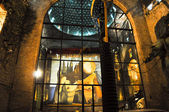 FIGUERES, SPAIN-AUGUST 6: Main courtyard of the Dali Museum on August 6,2009 in Figueres. The Dali Theatre and Museum is a museum of the artist Salvador Dali in Figueres, Catalonia, Spain. — Stock Photo