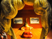 FIGUERES, SPAIN-AUGUST 6: The Mae West room in Dali Theatre on August 6,2009 in Figueres. The Dali Theatre and Museum is a museum of  Salvador Dali in Figueres, in Catalonia, Spain. — Stock Photo