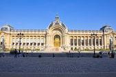Париж августа 14: Малый дворец фасад на Июль 14,2009 в Париже, Франция. — Стоковое фото