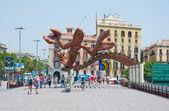 BARCELONA-JULY 25: The smiling shrimp on Barcelona's seafront on July 25, 2013 in Barcelona. Catalonia, Spain. — Foto de Stock