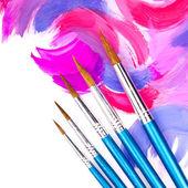 Pensel och blandade akrylfärg — Stockfoto
