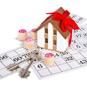 Bingo game, а model home, gift — Stock Photo