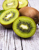 Fresh kiwi fruits on wooden table. Wood background. — Stock Photo